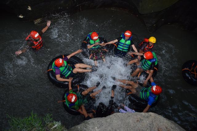 Foto: Karst Tubing, Hanya 30 Menit Dari Kota Jogjakarta