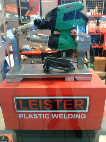 Foto: Mesin Press Plastik Leister