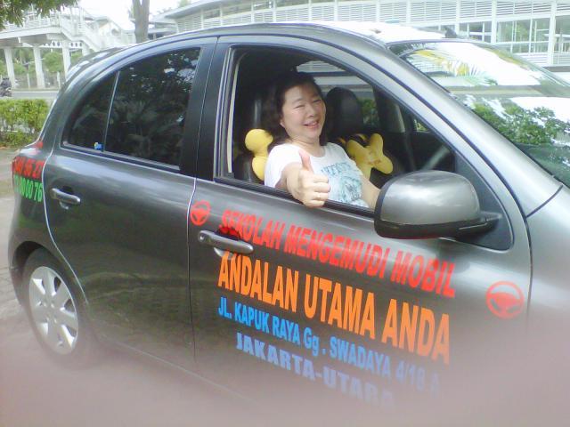Foto: Berlatih Stir Mobil