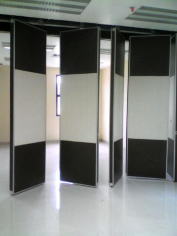 Foto: Pintu Lipat Ruang Meeting