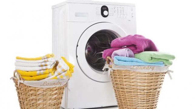 Foto: Jasa Laundry Pakaian, Gorden, Karpet, Bedcover, Selimut Murah Di Malang