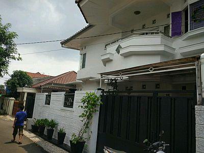 Foto: Dijual Rumah Tingkat Hook Hadap Timur